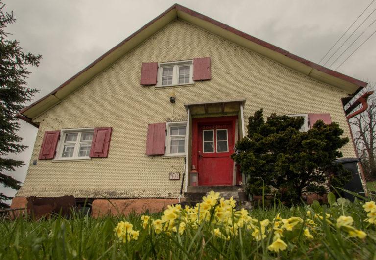 ein traditionelles Haus erbaut aus den feinsten natürlichen Baumaterialien